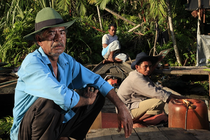Pak Dani Jampang and his two sons Nasir and Dedi are worried for the future. As poor fishermen they cant survive if their catch continues to decline.