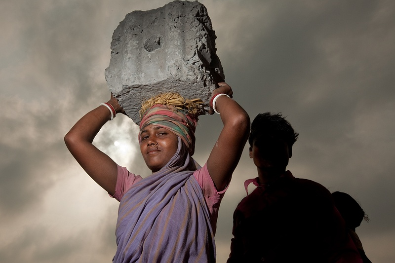 Many women are equally involved in the heavy manual construction of the sea defence wall. The population on Sagar Island is steadily increasing but the land mass is shrinking due to tropical cyclones, sea level rise, tidal ingression and dune encroachment. If climate change continues the 4 million people living in the Indian part of this delta will become refugees and forced to migrate.