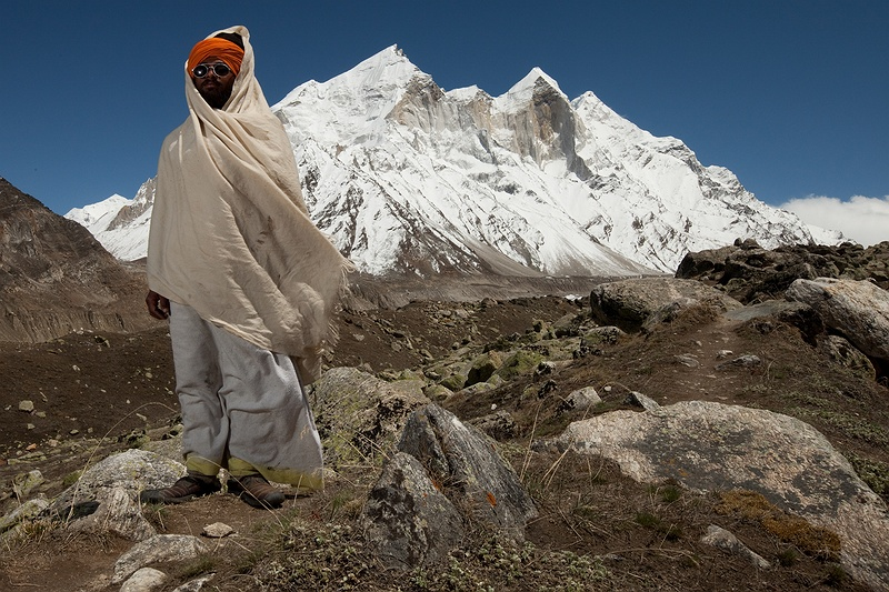 His name meaning quiet teacher, at the age of 23 Moni Baba has sustained a vow of silence for over two years.  When he arrived in April there was still snow, he has survived the bitter cold temperatures at the small ashram on Tapovan. Between 15th of May and September the path up to Gaumukh is open to pilgrims and adventurers.
